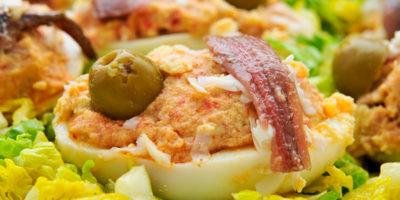 Фаршированные яйца (рецепт закуски на праздничный стол)