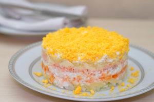 Слоеный салат «Мимоза»