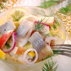 Салат из сельди, картофеля и яблока
