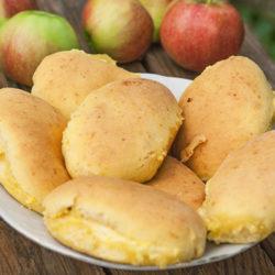 Сочники с яблоком