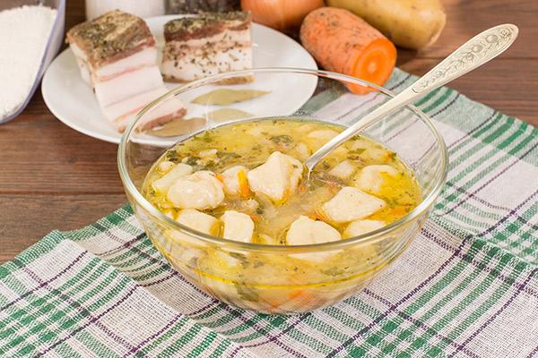 Суп с клецками и ветчиной